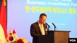 Menteri Perdagangan, Industri dan Energi Korea Selatan Yoon Sang-jik dalam kunjungan di Jakarta. (VOA/Iris Gera)