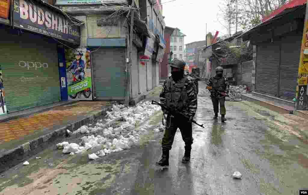 ہڑتال کے لیے بھارت کے زیرِ انتظام کشمیر میں سرگرم کسی تنظیم نے باضابطہ طور پر تو کوئی اپیل نہیں کی تاہم سرکردہ آزادی پسند رہنما سید علی شاہ گیلانی کے پاکستان میں مقیم نمائندے عبداللہ گیلانی نے چند روز قبل اپنے ایک بیان میں ہڑتال کی اپیل کی تھی۔