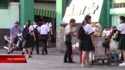 Trường học 'bỏ giãn cách' ở mùa dịch corona