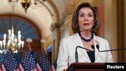 Nancy Pelosi tokom današnjeg obraćanja na Capitol Hillu (Foto: Reuters/Erin Scott)
