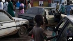 Talibé pede esmola em Dakar