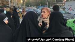 هرگونه اعتراض به حجاب اجباری در ایران با برخورد پلیسی و قضایی و احکام سنگین روبرو می شود.