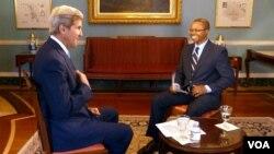28일 존 케리 국무부 장관이 VOA 기자 빈센트 마코리와 인터뷰를 하고 있다.