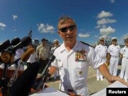 Đô đốc Harry Harris phát biểu trước giới truyền thông về cuộc tập trận hải quân lớn nhất thế giới RIMPAC tại Trân Châu Cảng ở Honolulu, Hawaii, tháng 6, 2014. Đô đốc Harry Harris, tuần trước đã đề xuất tái phục hồi liên minh không chính thức gồm Nhật Bản, Australia, Ấn Độ và Hoa Kỳ.