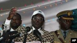Deputada do Zimbabué alega que Mugabe é homossexual