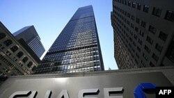 Džej Pi Morgan Čejs, jedna od investicionih banaka koja je dobila federalni zajam u okviru programa TARP, otplatila je 2009. u potpunosti svoj dug u iznosu od 25 milijardi dolara