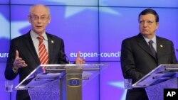 Presiden Dewan Uni Eropa Herman van Rompuy (kiri) dan Presiden Komisi Eropa Jose Manuel Barroso (foto: dok).
