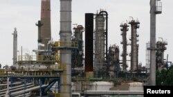 Une des usines d'Arkema en France, près de Marseille, le 26 avril 2010.