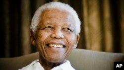 Former South African President Nelson Mandela (file photo)