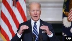 Presidenti Biden flet përpara nënshkrimit të urdhërit ekzekutiv në Shtëpinë e Bardhë