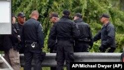 Policijske snage u blizini privođenja pripadnika samoproklamovane milicije (Foto: AP/Michael Dwyer)