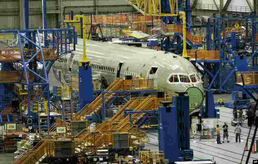 نمایی از کارخانه بوئینگ. در حال تولید بوئینگ ۷۸۷ .