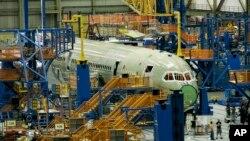 ایران و بوئینگ به تازگی قرارداد تجاری برای خرید هواپیما امضا کرده اند.