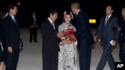 美国总统奥巴马抵达日本常滑市的国际机场,受到欢迎(2016年5月25日)