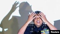 """Cảnh sát trưởng Malaysia Khalid Abu Bakar trong một buổi họp báo nói về việc nghi can giết ông Kim Jong Nam đã được """"huấn luyện"""" thực hiện vụ việc."""