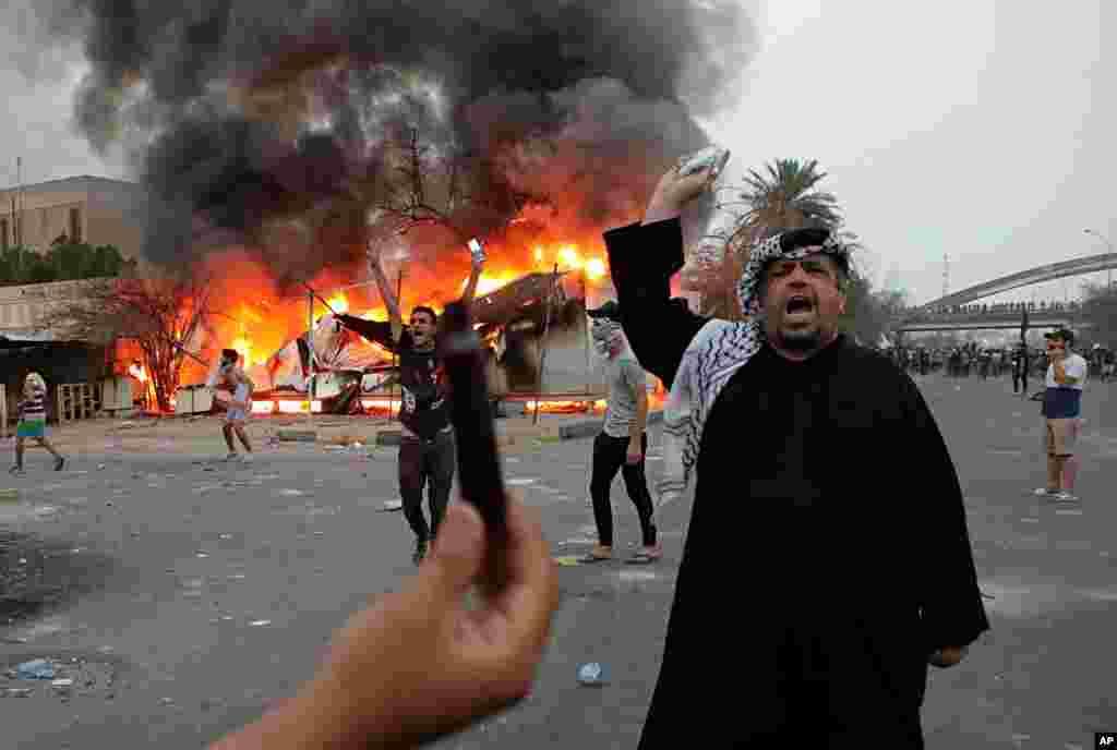 ستمبر کے آغاز میں عراق کے شہر بصرہ میں مظاہرین نے روزگار کے مواقع نہ ہونے پر حکومت کے خلاف احتجاج کیا۔