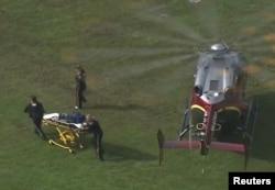 Spasioci su helikopterom donijeli nosila na mjesto pucnjave u opštinskom centru Virginia Beachu, 31. maja 2019.