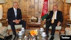 افغان صدر اشرف غني او د افغانستان د سولې دپاره د امریکې خاص استازی زلمی خلیلزاد