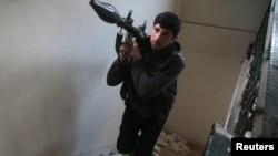 Un combattant rebelle près de Douma, le 2 janvier 2017