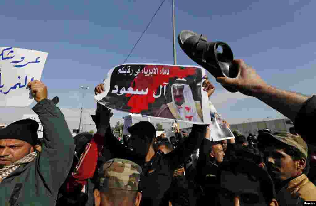 Wafuasi wa Imam wa kishia wa Iraq Moqtada al-Sadr wakilalamika dhidi ya mauwaji ya Shiekh Nimr al-Nimr huko Saudi Arabia, wakati wa mkutano wa hadhara mjini Baghdad, Iraq, Jan. 4, 2016.