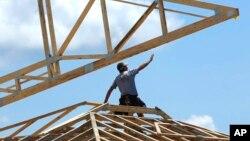 Un trabajador de la construcción en Sprinfield, Illinois. La tasa de desempleo aumentó una décima de punto.