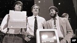 Steve Jobs et Steve Wozniak, co-fondateurs d'Apple, et John Sculley, PDG, le 24 avril 1984.