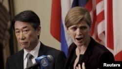 유엔 안보리가 지난 3월 새 대북제재 결의안을 만장일치로 통과시킨 후 미국 뉴욕 유엔 본부에서 사만사 파워 유엔주재 미국대사(오른쪽)가 기자회견을 하고 있다. 왼쪽은 오준 유엔주재 한국대사. (자료사진)