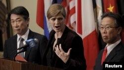 유엔 안보리가 지난 3월 새 대북제재 결의안을 만장일치로 통과시킨 후, 사만사 파워 유엔주재 미국대사(가운데), 오준 유엔주재 한국대사(왼쪽), 요시카와 모토히데 유엔주재 일본대사가 공동 기자회견을 하고 있다.