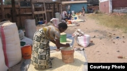 Maize rationing has forced private traders like these women to increase their prices, Karonga, Malawi. (Tiwonge Kumwenda/VOA)