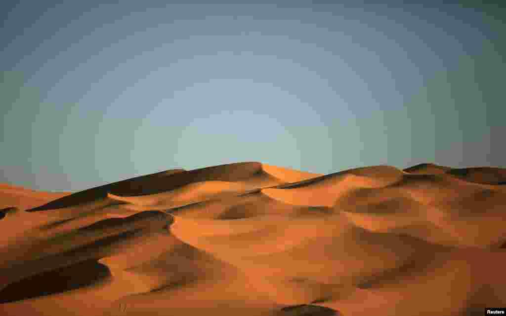 Pemandangan bukit pasir yang terletak di padang pasir Ghat, di Libya, sekitar 1.360 km sebelah selatan ibukota Tripoli.