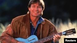1970년대 아름다운 자연과 사랑을 표현한 서정적인 노래로 많은 사랑을 받은 미국 컨트리 존 덴버. (자료사진)