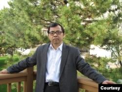 人口学家,《大国空巢》作者易富贤