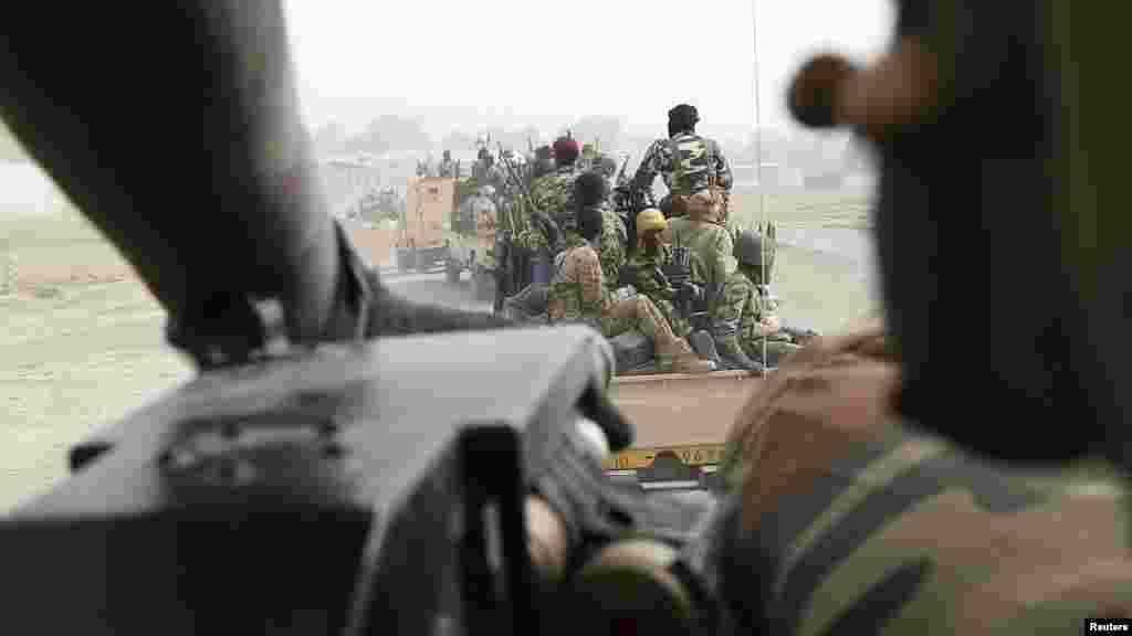 Sojojin Chadi a bakin daga a lokacin da suke fafata fada da 'yan Boko Haram a garin Gamboru dake Najeriya.