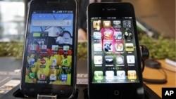 Thiết bị Galaxy của Samsung (trái) và Apple iPhone (phải)