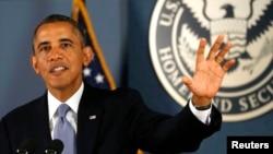Presiden Barack Obama berbicara di hadapan para pekerja Federal Emergency Management Agency di Washington, hari Senin (7/10).