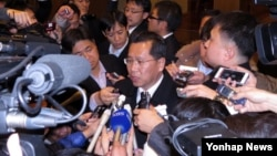 지난 3일 중국 선양에서 열린 북-일 적십자 실무회담에 참석한 리호림 조선적십자회 중앙위원회 서기장이 회담 결과를 밝히고 있다.