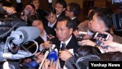 지난 3일 중국 선양에서 열린 북-일 적십자 실무회담에 참석한 리호림 조선적십자회 중앙위원회 서기장이 회담 결과를 밝히고 있다. (자료사진)
