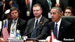 Tổng thống Hoa Kỳ Barack Obama (phải) phát biểu trong cuộc họp Mỹ-ASEAN tại Hội nghị cấp cao ASEAN ở Kuala Lumpur, Malaysia, ngày 21 tháng 11 năm 2015.