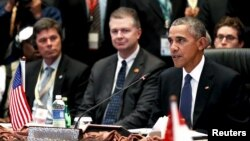 U.S. President Barack Obama, right, delivers remarks at the US-ASEAN meeting at the ASEAN Summit in Kuala Lumpur, Malaysia, Nov. 21, 2015. (REUTERS/Jonathan Ernst)