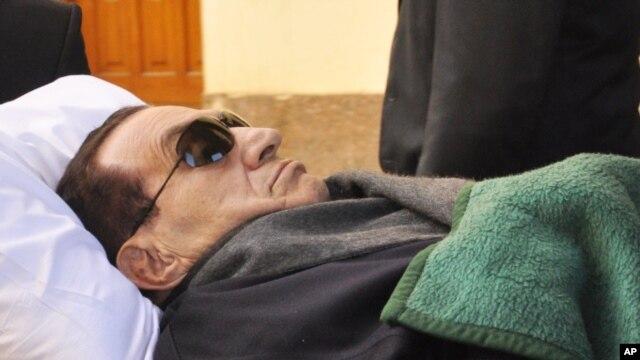 Tsohon shugaban Misra Hosni Mubarak a kotu. Jan. 9, 2012.