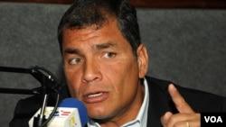 El mandatario ecuatoriano, Rafael Correa, sostiene que si las guerrillas colombianas hicieron tratos con alguien llamado igual que él, entonces estafaron a las FARC.