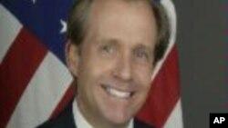 Embaixador Lewis Lukens