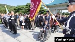 6·25전쟁 정전협정 및 유엔군 참전의 날(7.27)을 기념해 한국 국가보훈처가 초청한 유엔참전용사들이 26일 서울현충원을 방문했다.