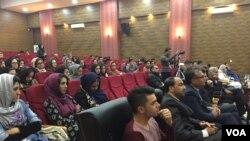 برخی از زنان هرات تلاش دارند با استفاده از شعر و موسیقی آواز اعتراضی شان را بلند کنند.