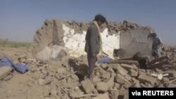 Baada ya shambulizi la angani watu wakipekuwa kifusi kutafuta miili katika jimbo la Al-Jawf , Yemen, Februari 15, 2020. Houthi Media Centre/via REUTERS.