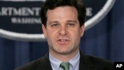 Christopher Wray parle lors d'une conférence de presse à Washington, le 12 janvier 2005.