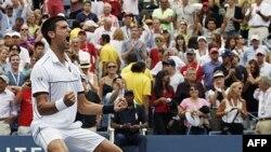 Novak Đoković slavi pobedu nad Rodžerom Federerom u polufinalu Ju Es Opena