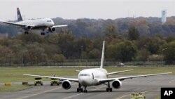 联合包裹公司的飞机周五停在费城国际机场