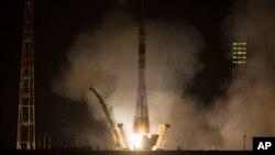 29일 카자흐스탄에서 러시아 소유즈 우주선이 국제우주정거장으로 발사되고 있다.