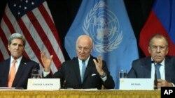 ABD Dışişleri Bakanı John Kerry, Viyana'daki görüşmelerin sonunda Rusya Dışişleri Bakanı Sergey Lavrov ve Birleşmiş Milletler Suriye Özel Temsilcisi Staffan de Mistura'yla ortak basın toplantısına katıldı